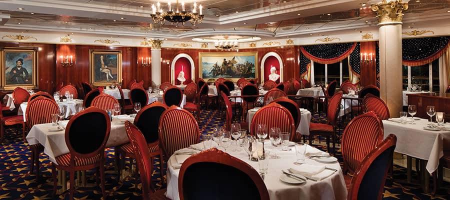 Cena en el comedor principal Liberty en el Pride of America