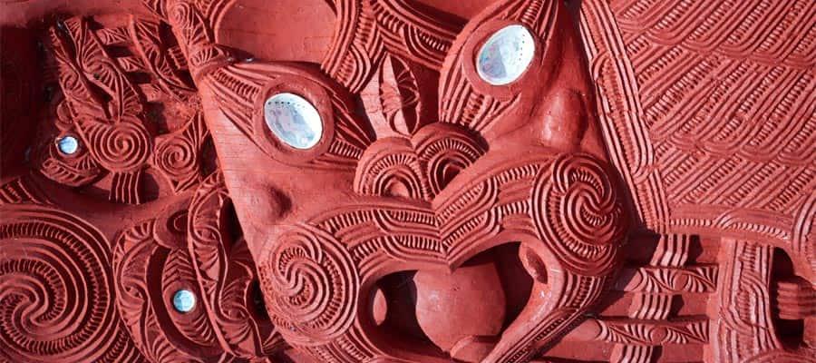 Tallado maorí en un crucero a Tauranga