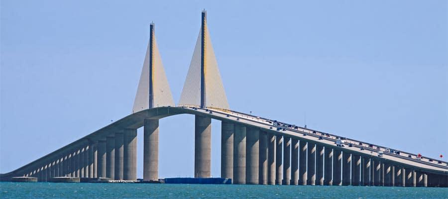 Puente Sunshine Skyway en un crucero a Tampa