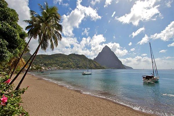 Viaja a playas impresionantes