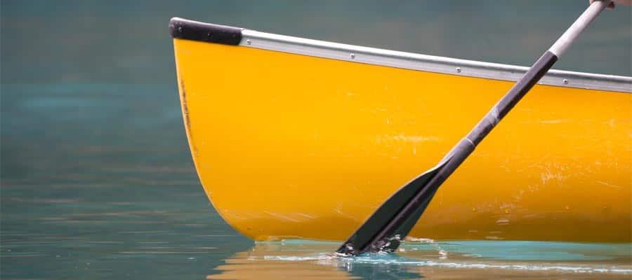 Un paseo en canoa temprano por la mañana