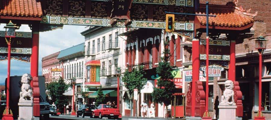 Entrada a Chinatown en tu crucero por Alaska