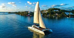 Paseo al atardecer en el lujoso catamarán Zara