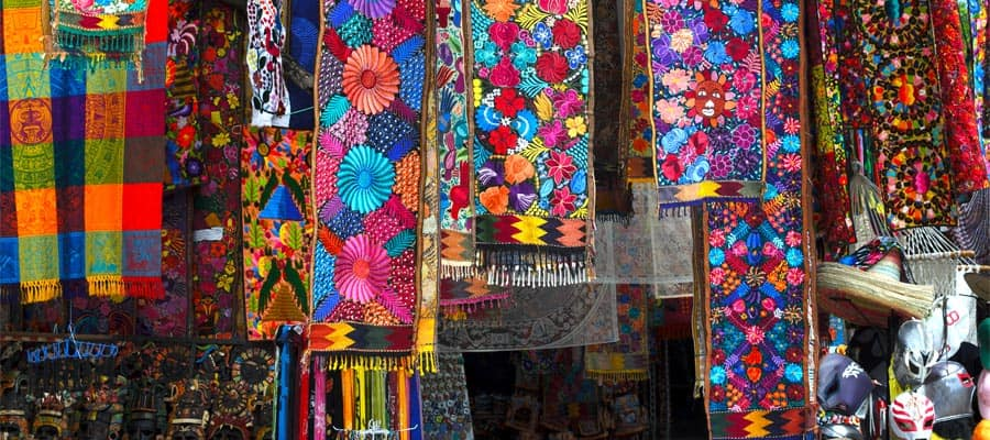 Artesanías mexicanas tradicionales en un crucero por la Riviera Mexicana