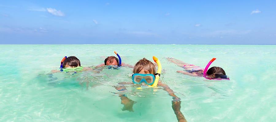 Buceo de superficie en una de las playas de las Bermudas