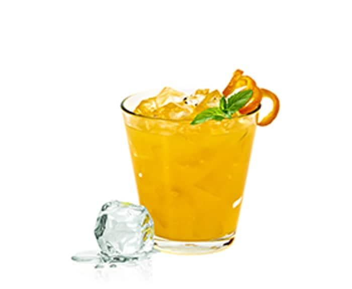 cóctel con naranja