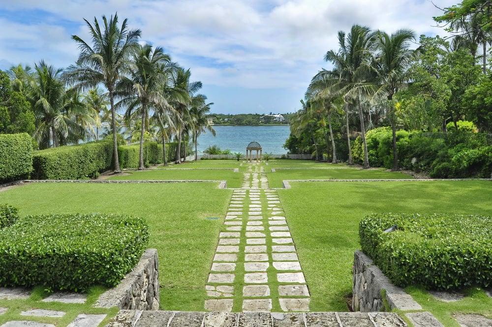 Nassau Cruise - Versailles Gardens
