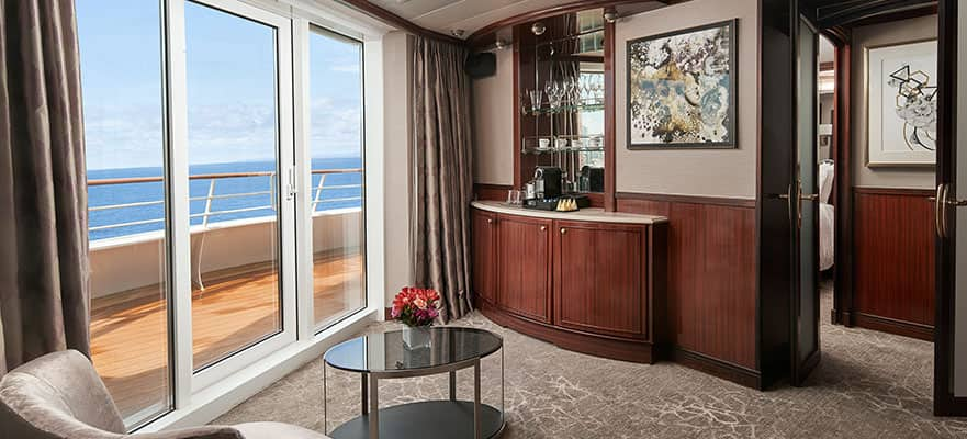 Penthouse orientado a popa con habitación principal y balcón grande